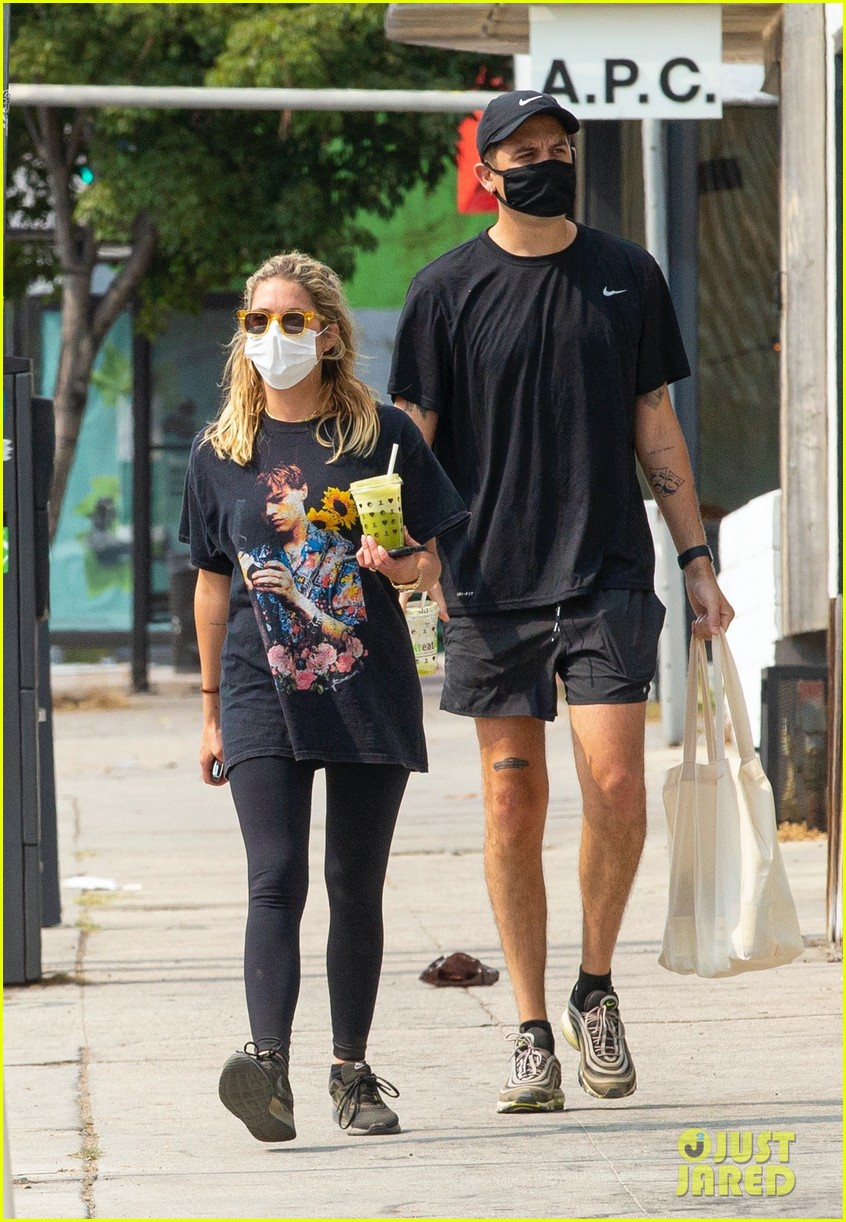 ashley benson g eazy out for smoothies 03