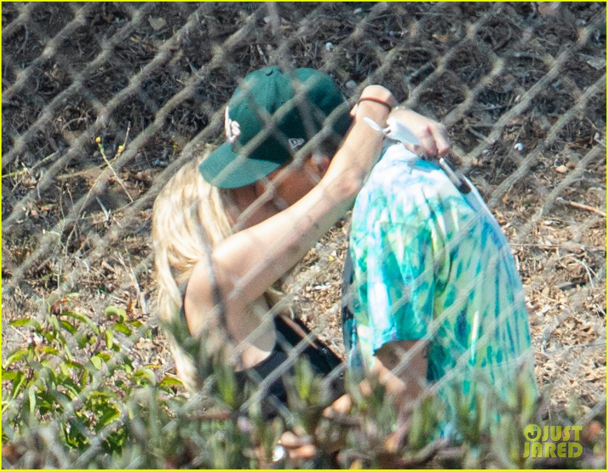 ashley benson g eazy share a kiss music video set 04