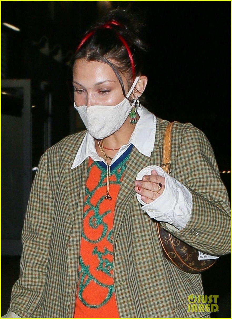 bella hadid dinner with friends in nyc 04