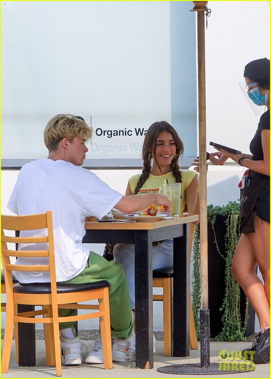 madison beer wears crop top to lunch with nick austin 03