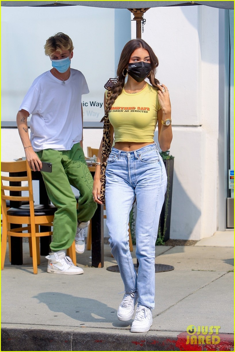 madison beer wears crop top to lunch with nick austin 05