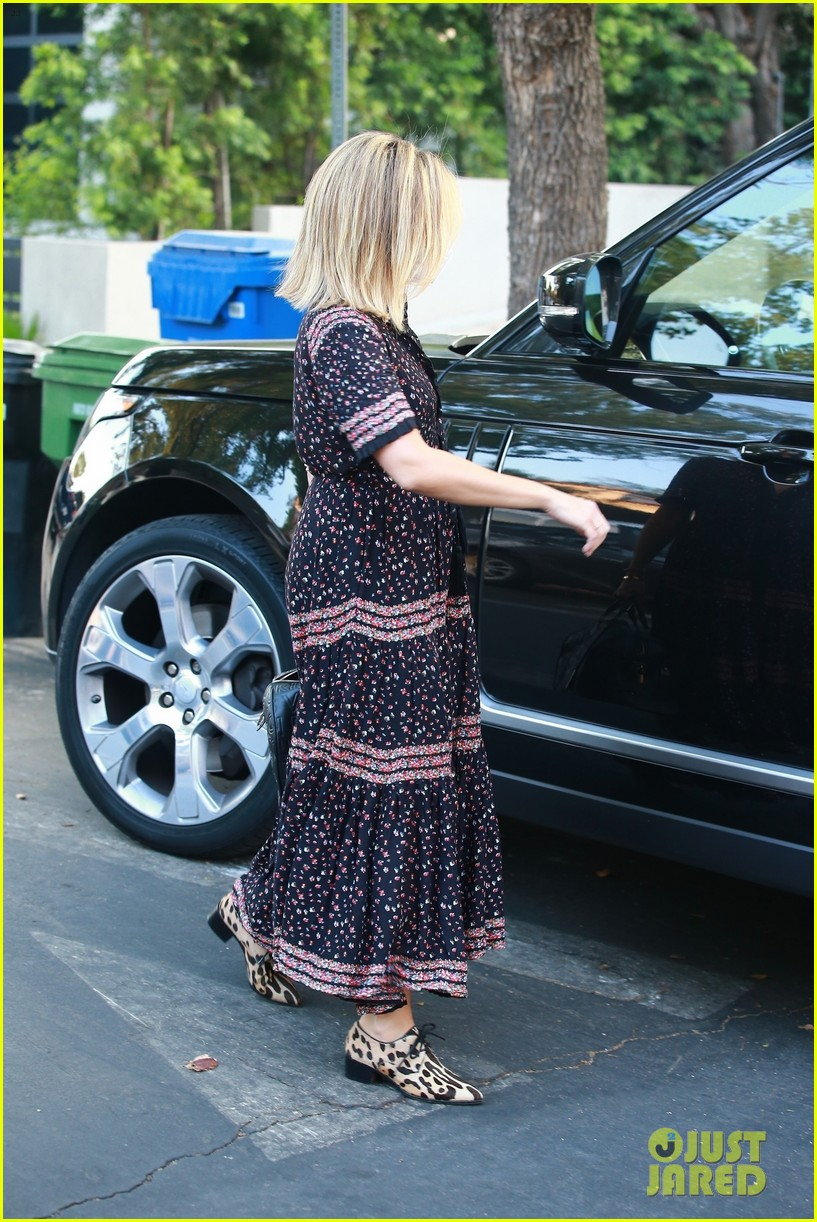 ashley tisdale steps out after revealing shes pregnant 02