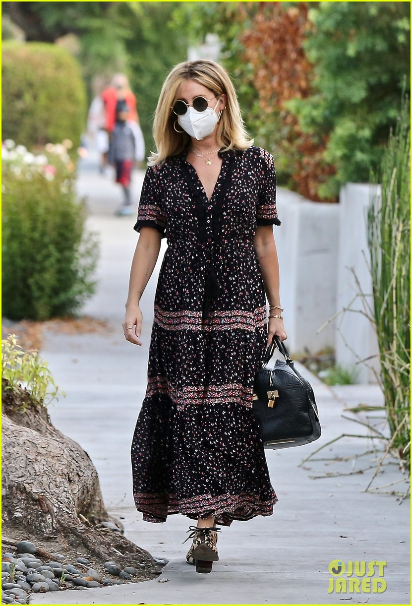ashley tisdale steps out after revealing shes pregnant 03