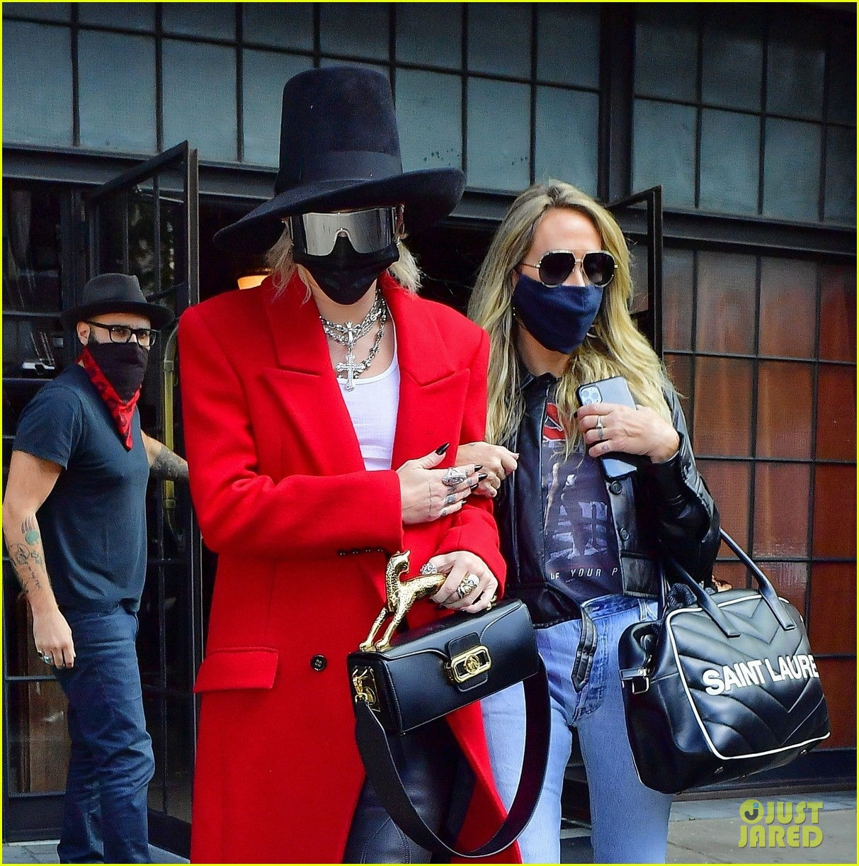 miley cyrus tophat red coat leaving hotel mom nyc 01