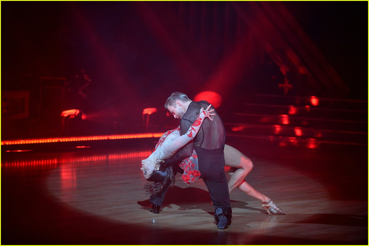 derek hough and hayley erbert return to dancing with the stars dance floor 01