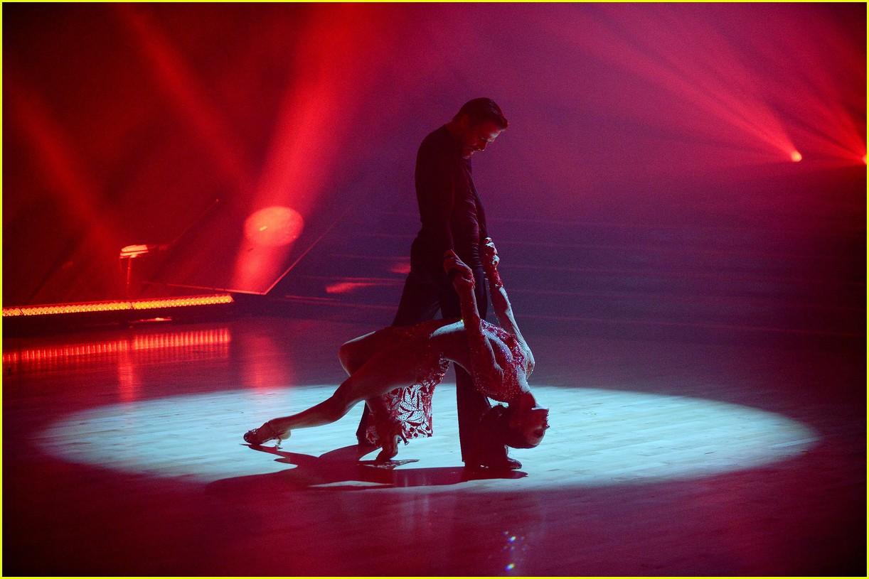 derek hough and hayley erbert return to dancing with the stars dance floor 10