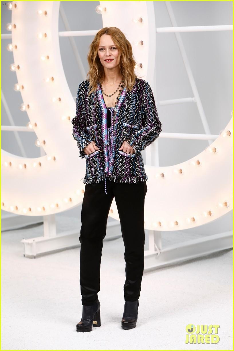 lily rose depp joins mom vanessa paradis at chanel paris fashion week show 06