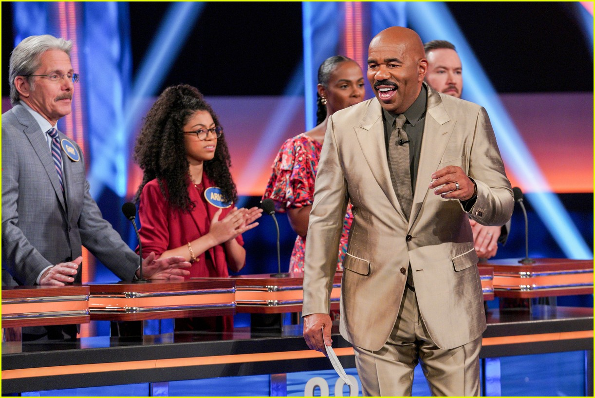 disney channel moms faced off against mixed ish cast on celebrity family feud 02