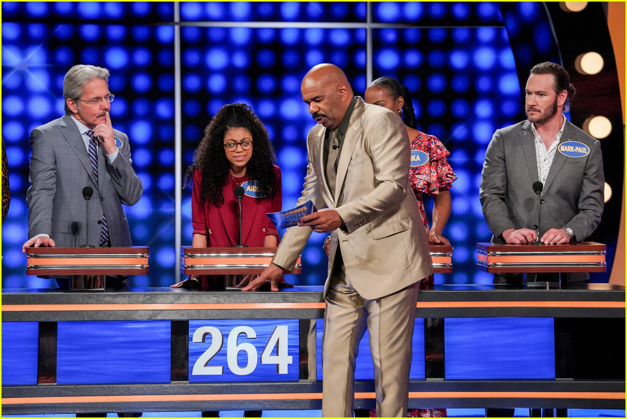 disney channel moms faced off against mixed ish cast on celebrity family feud 07