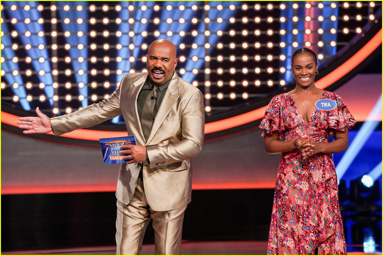 disney channel moms faced off against mixed ish cast on celebrity family feud 14