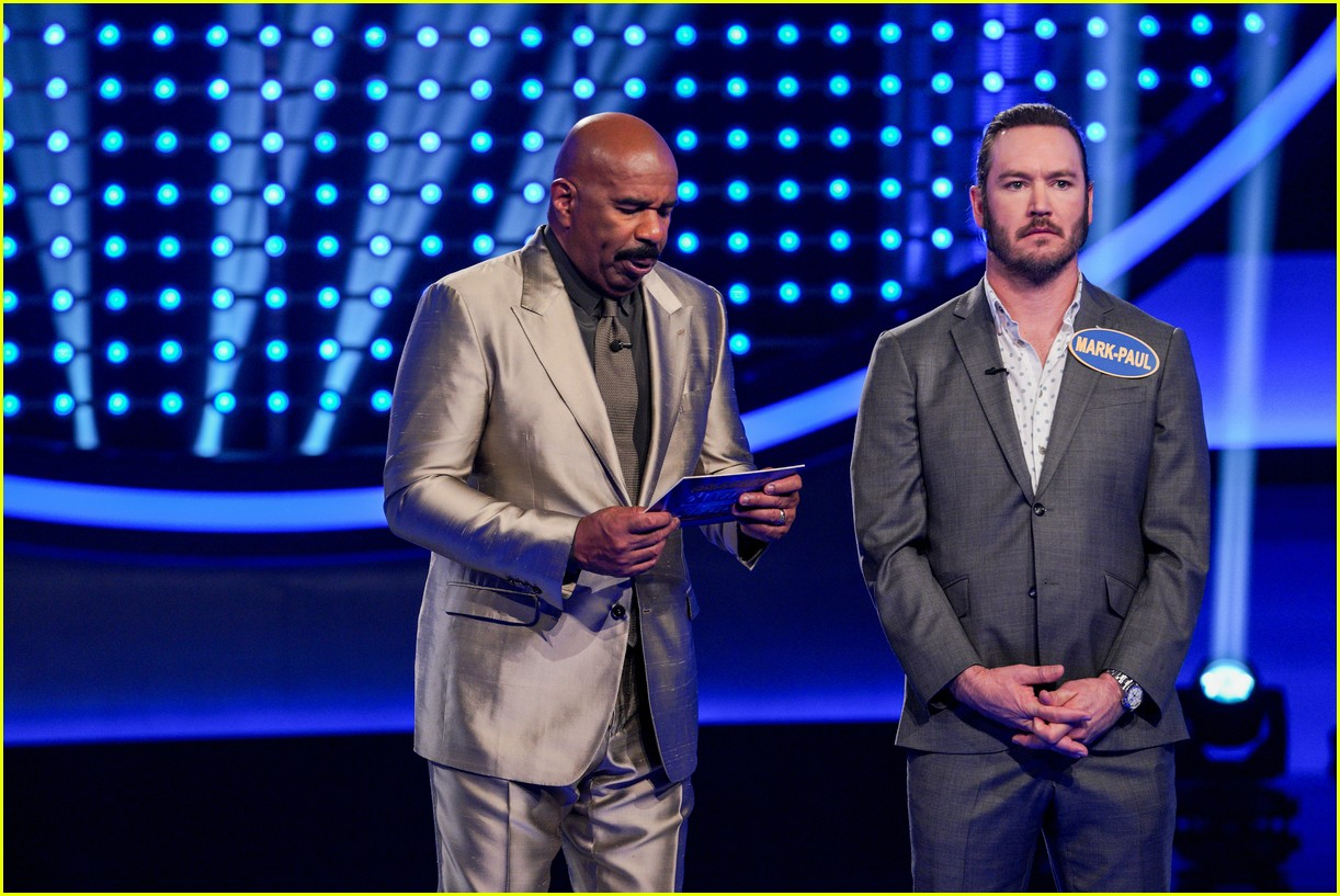disney channel moms faced off against mixed ish cast on celebrity family feud 18