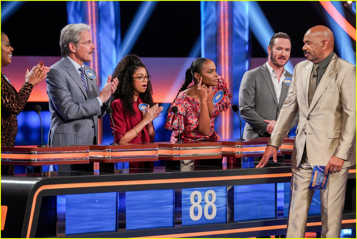 disney channel moms faced off against mixed ish cast on celebrity family feud 30