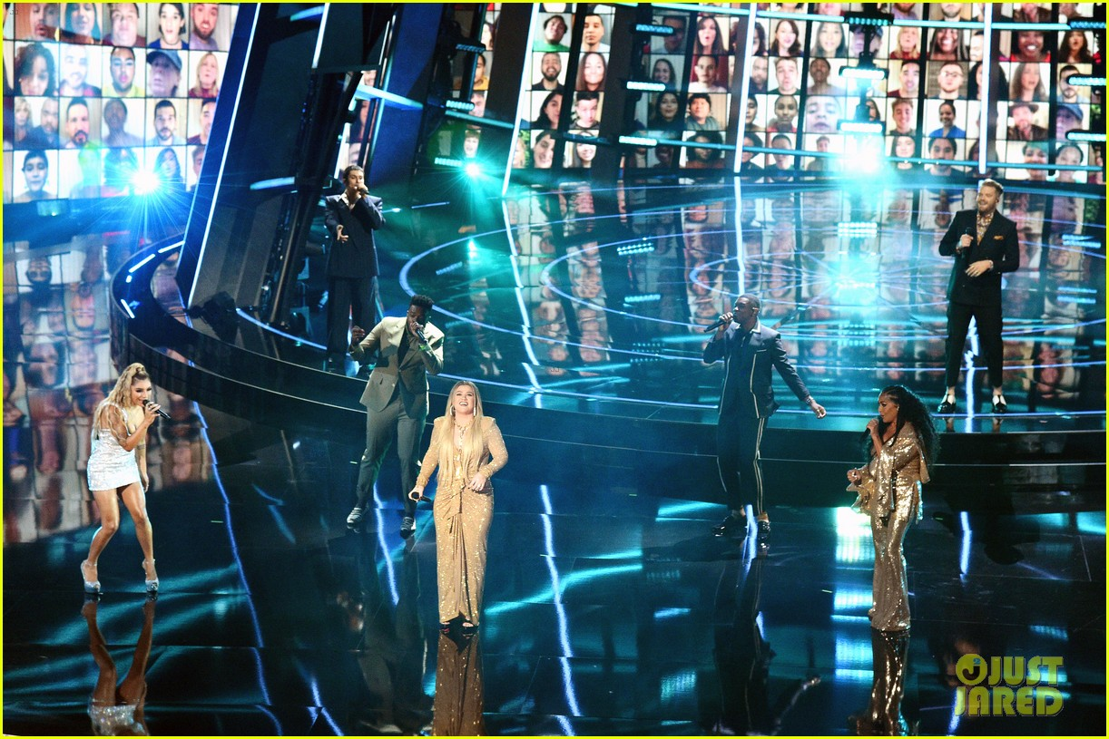 pentatonix join kelly clarkson for billboard music awards opening performance 01