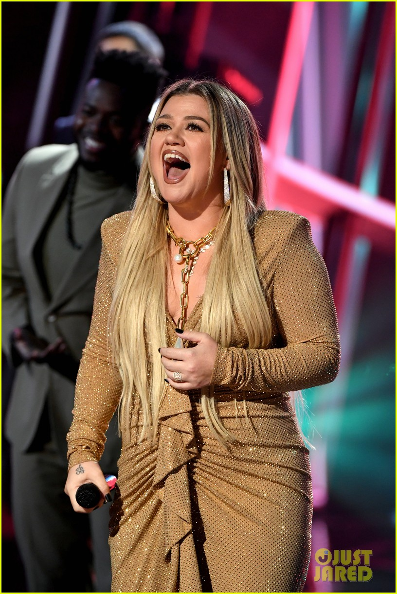 pentatonix join kelly clarkson for billboard music awards opening performance 02