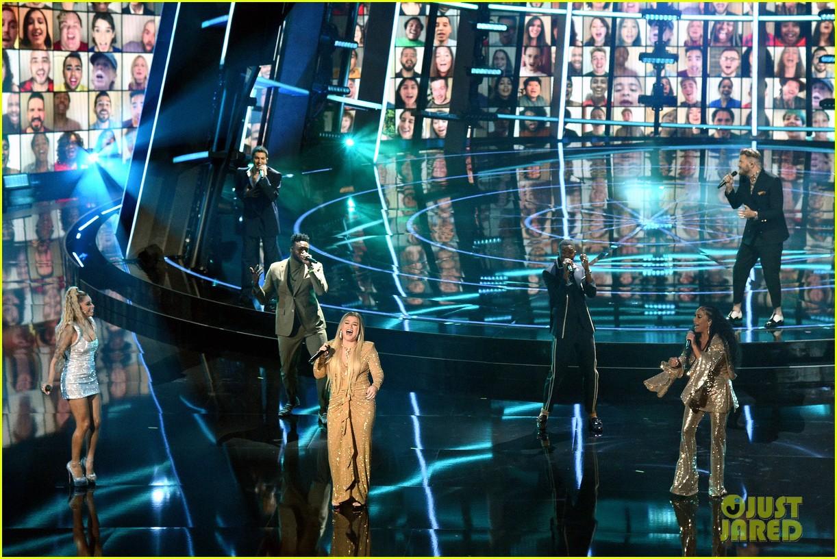 pentatonix join kelly clarkson for billboard music awards opening performance 05