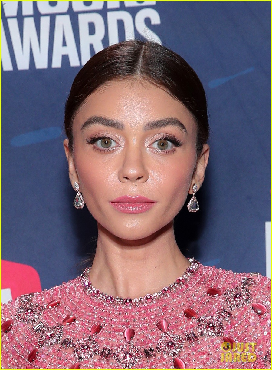 sarah hyland says to vote on cmt awards 2020 red carpet 03