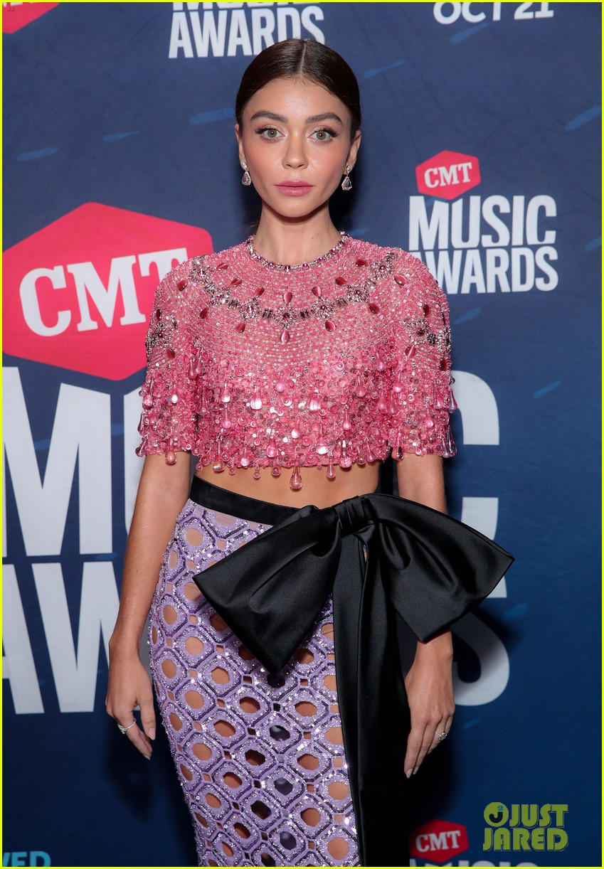 sarah hyland says to vote on cmt awards 2020 red carpet 08