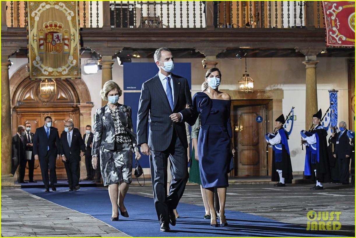 spanish royal family asturias awards appearance pics 02