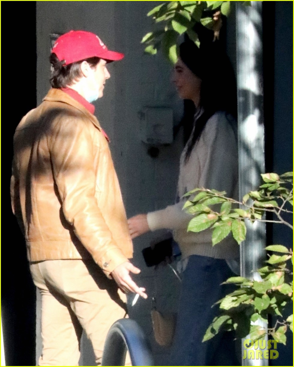 cole sprouse model reina silva get cozy in vancouver 07