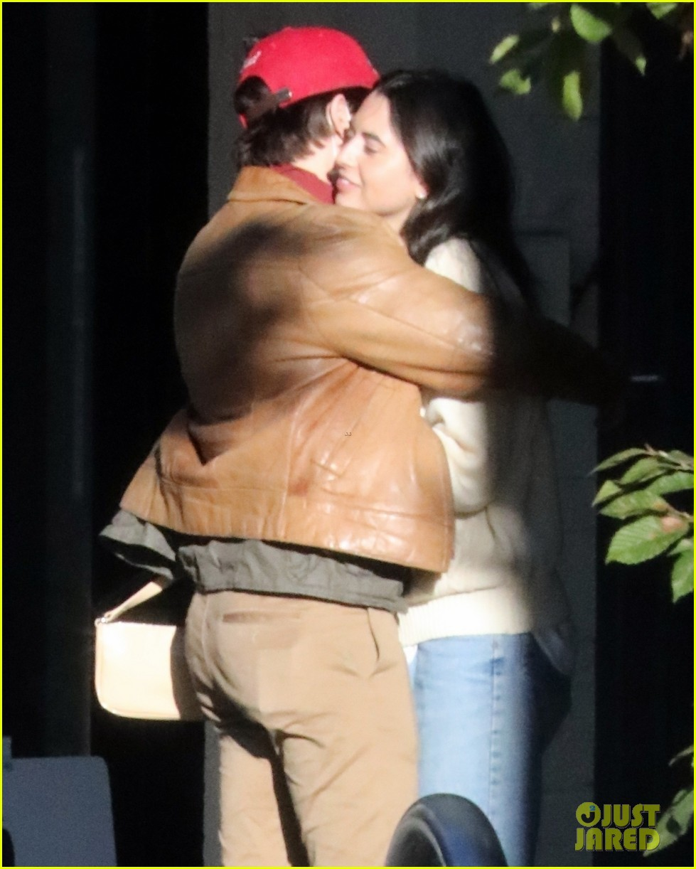 cole sprouse model reina silva get cozy in vancouver 10