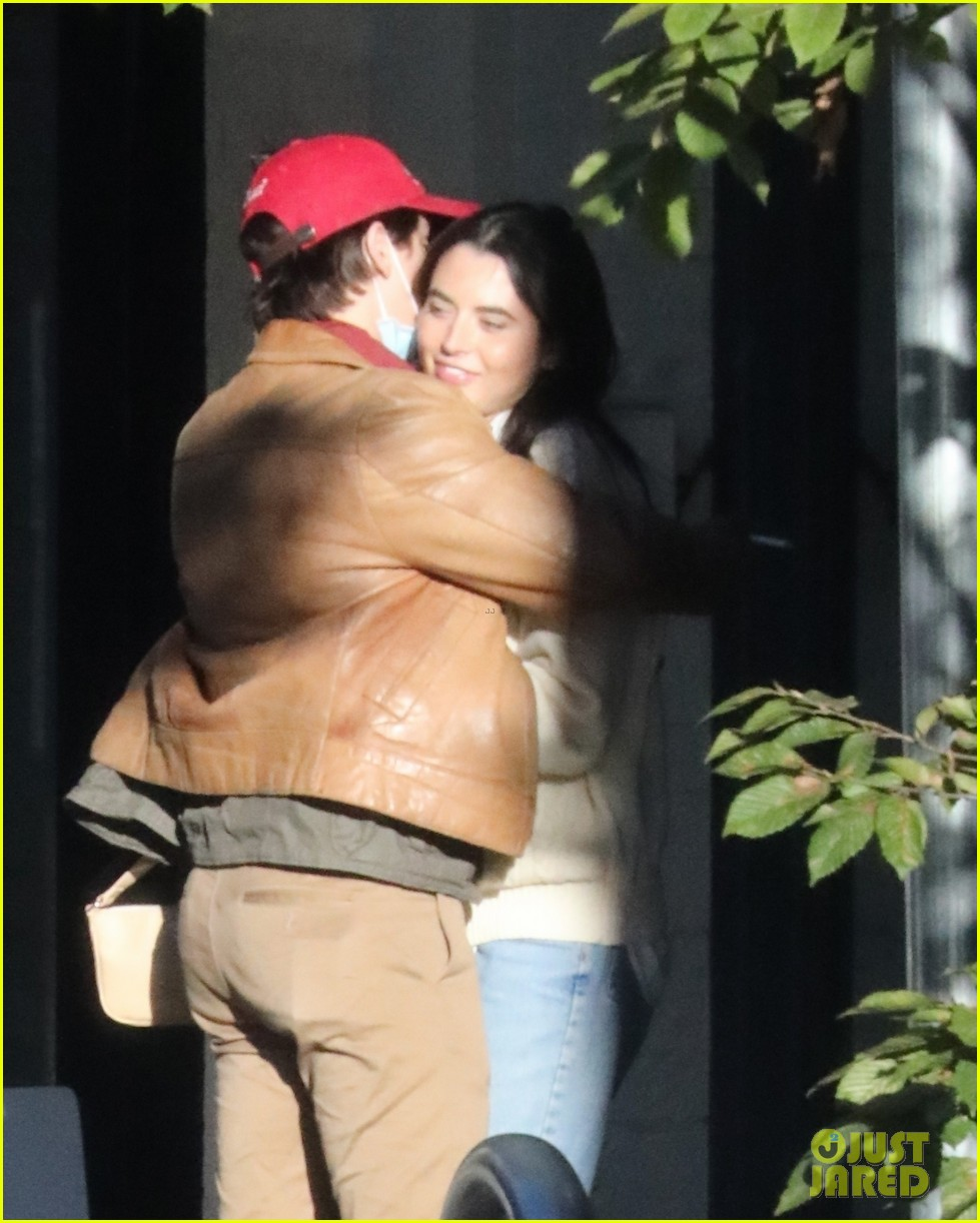 cole sprouse model reina silva get cozy in vancouver 19