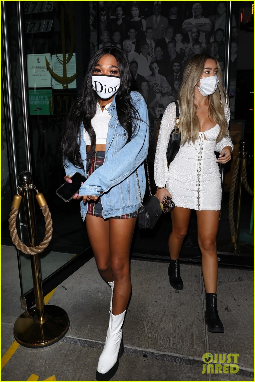 teala dunn grabs dinner with friends after kissing bella thorne on tiktok 05