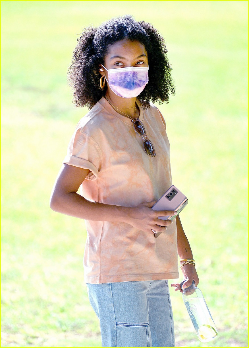 yara shahidi hangs out with her brother at the park 01