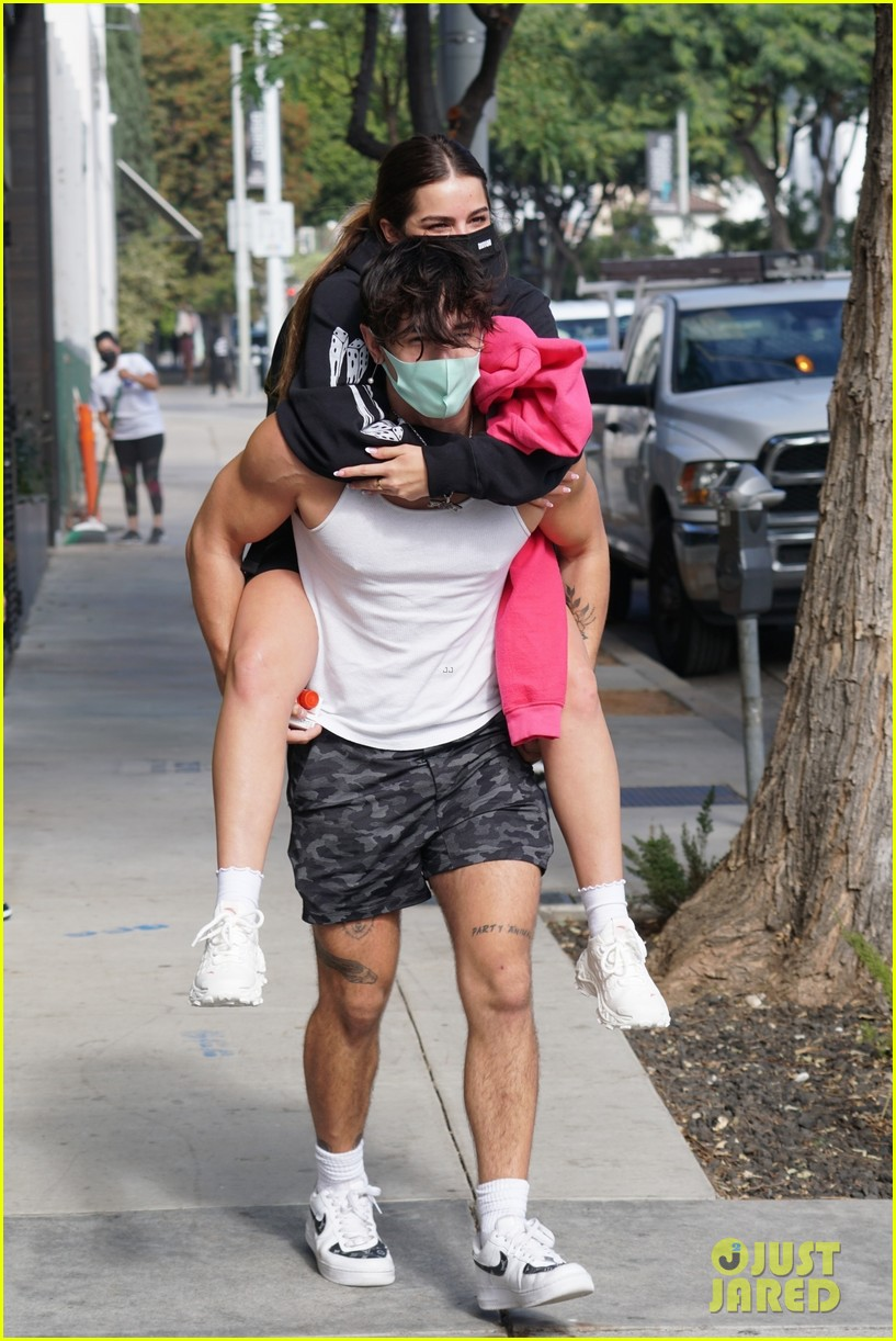 addison rae gets piggyback ride from beau bryce hall 01