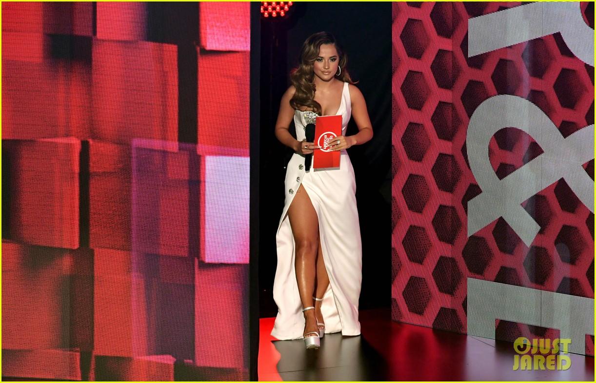 becky g wins favorite female latin artist american music awards 2020 04