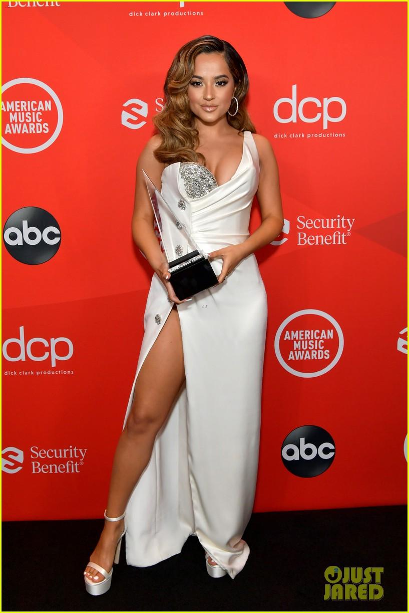 becky g wins favorite female latin artist american music awards 2020 05