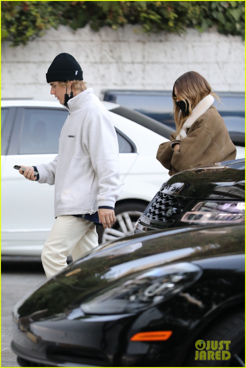 justin hailey bieber check out retail space together 02