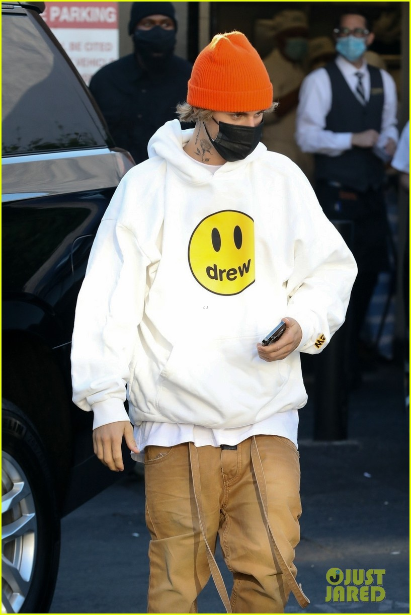 justin bieber lunch with wife hailey bieber 02