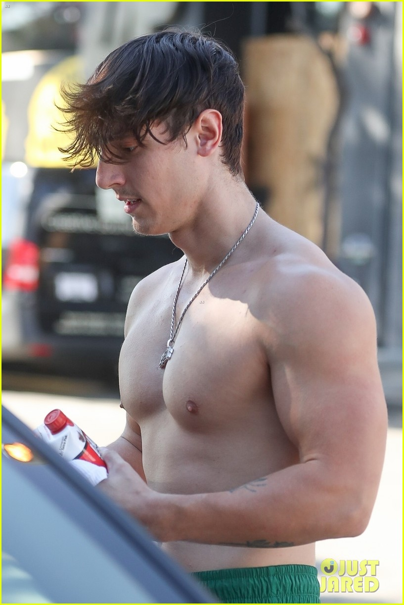 bryce hall leaves the gym shirtless with addison rae 02
