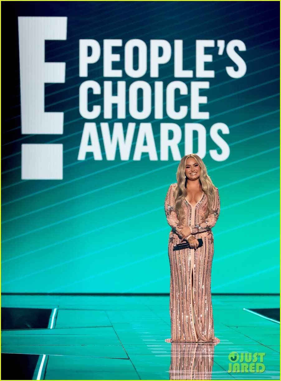 demi lovato jokes about quarantine engagement at peoples choice awards 01