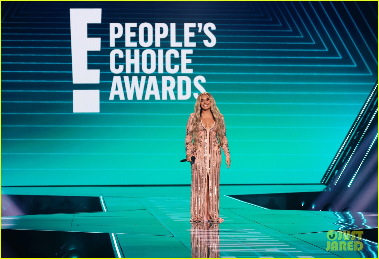 demi lovato jokes about quarantine engagement at peoples choice awards 03