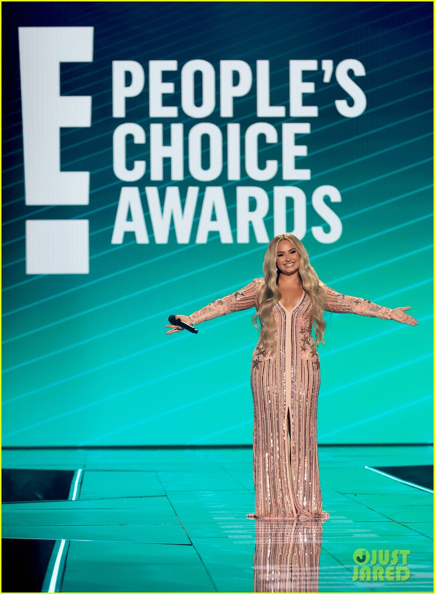 demi lovato jokes about quarantine engagement at peoples choice awards 05