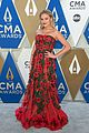 kelsea ballerini lauren alaina nail the one hand on the hip pose at cmas 03