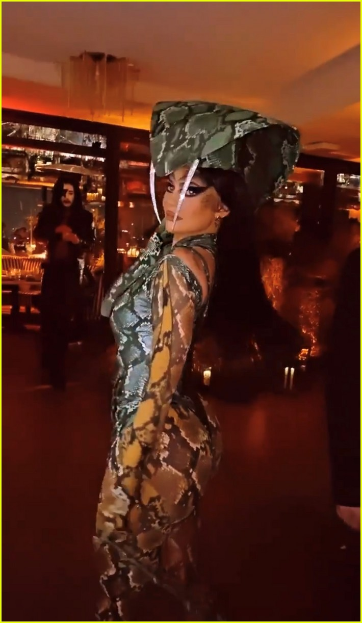 kendall jenner star studded halloween party 11