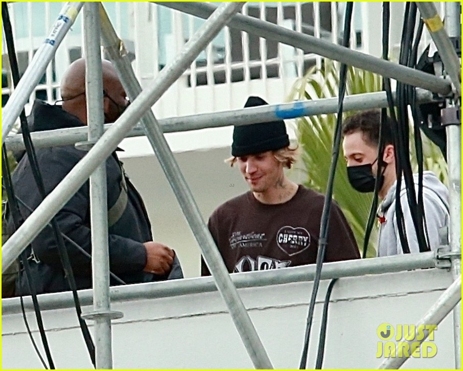 justin bieber rehearses for nye performance 12