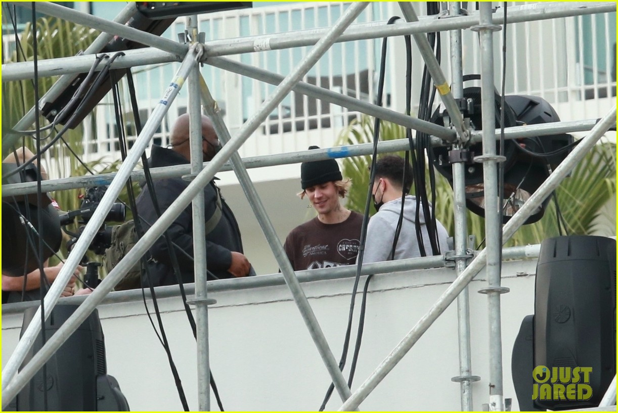 justin bieber rehearses for nye performance 14