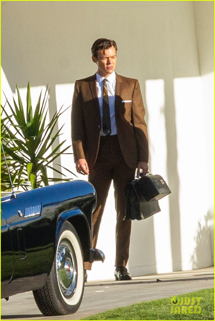 harry styles looks dapper in two suits on dont worry darling set in palm springs 15