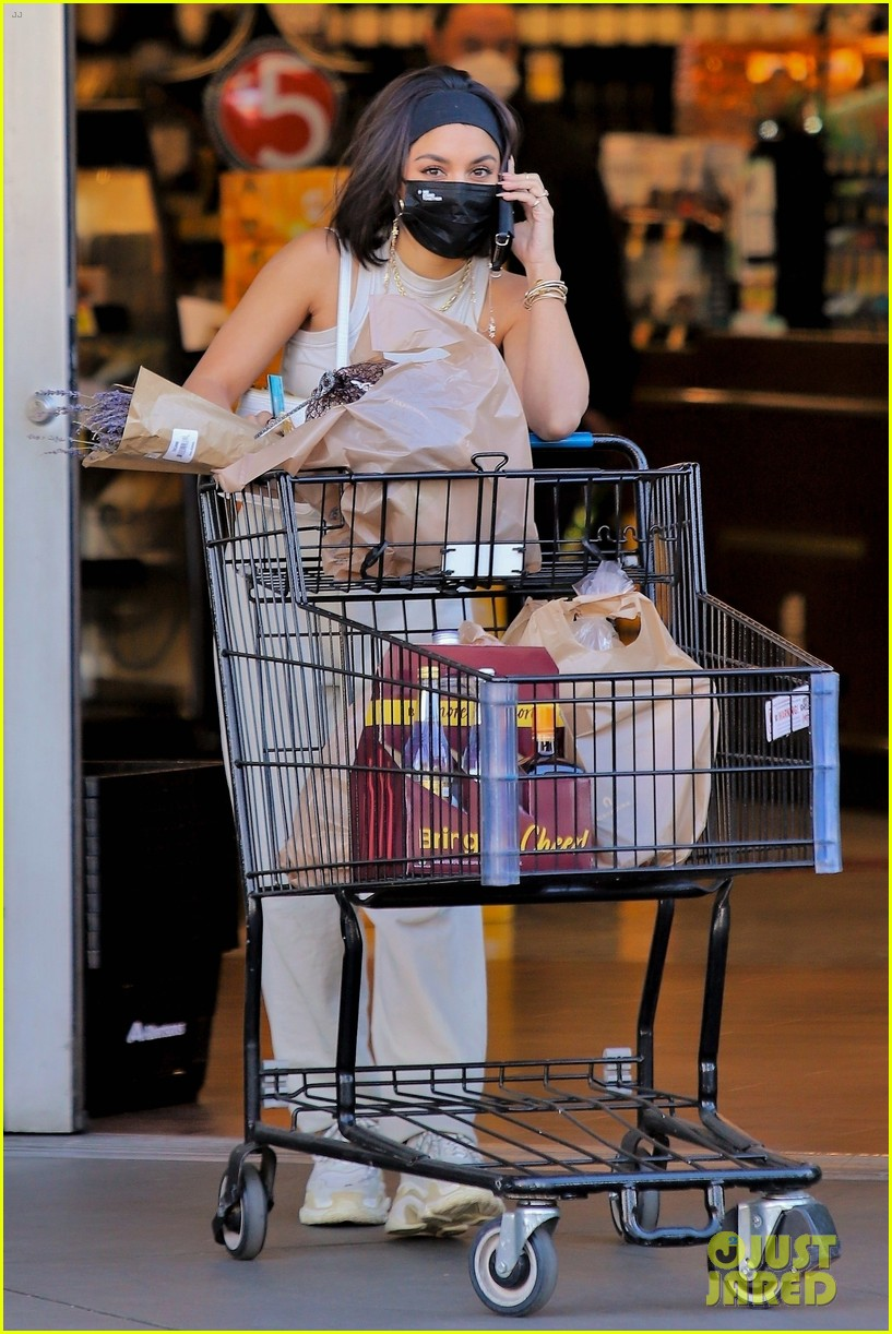 vanessa hudgens guys at grocery store said 01