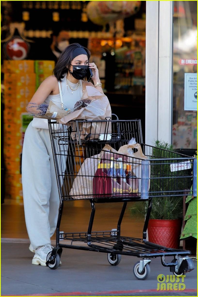 vanessa hudgens guys at grocery store said 32