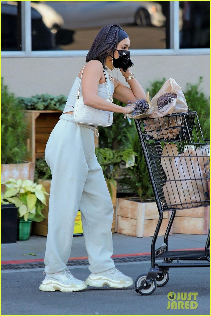 vanessa hudgens guys at grocery store said 34