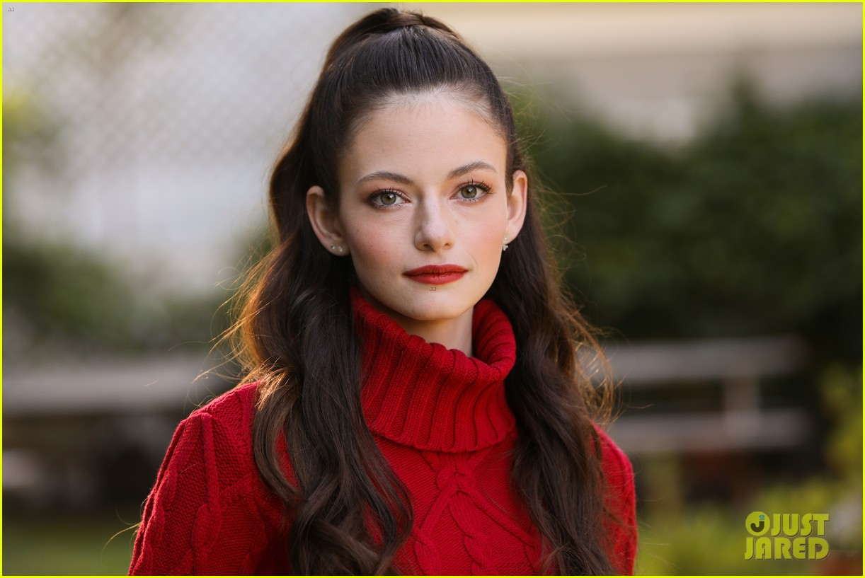mackenzie foy promotes her new movie black beauty at home and family 02