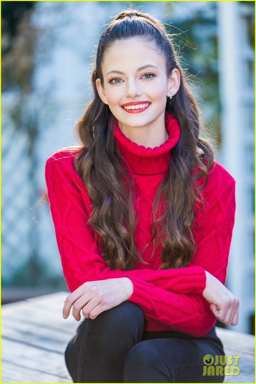 mackenzie foy promotes her new movie black beauty at home and family 04