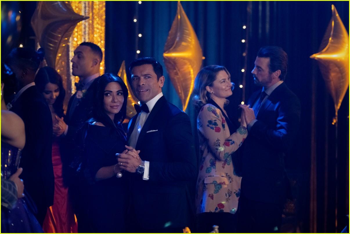 riverdale debuts new season five premiere photos 03