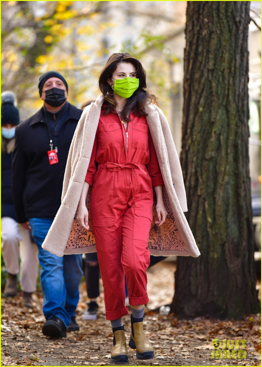 selena gomez neon green face mask only murders set 01