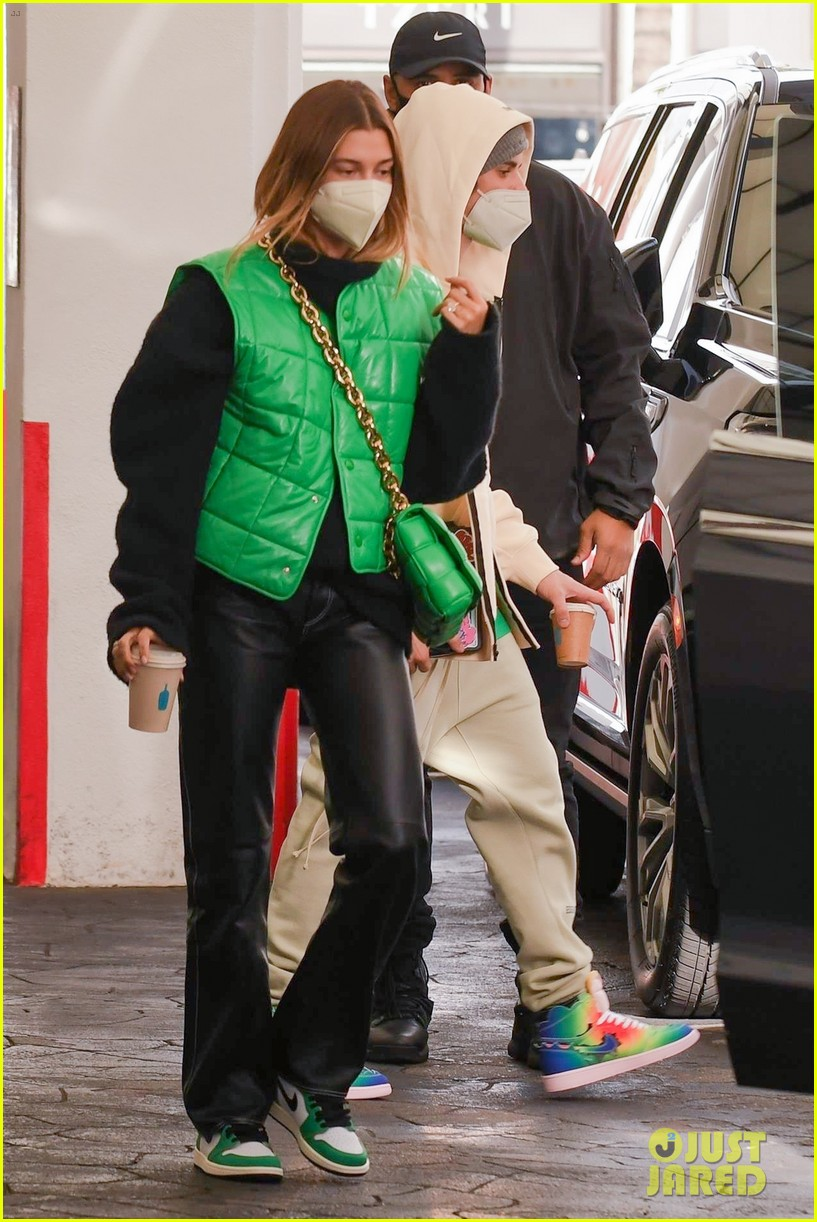justin bieber hailey bieber match green appt outings 03
