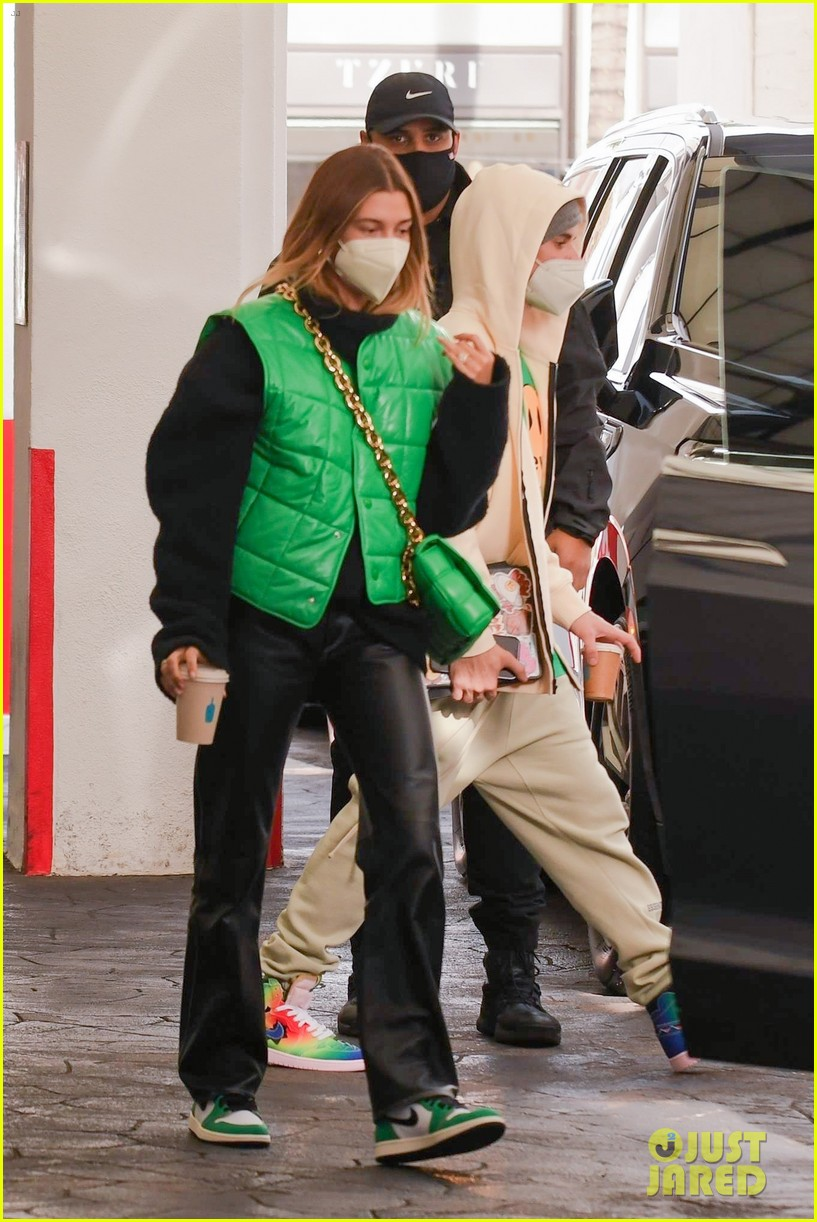 justin bieber hailey bieber match green appt outings 05